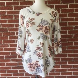 """NWOT 3/4"""" Sleeve Floral Top W/Criss Criss Back"""